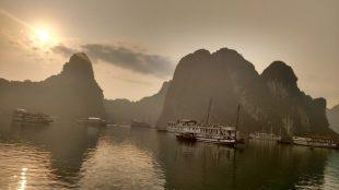 sunrise halong bay