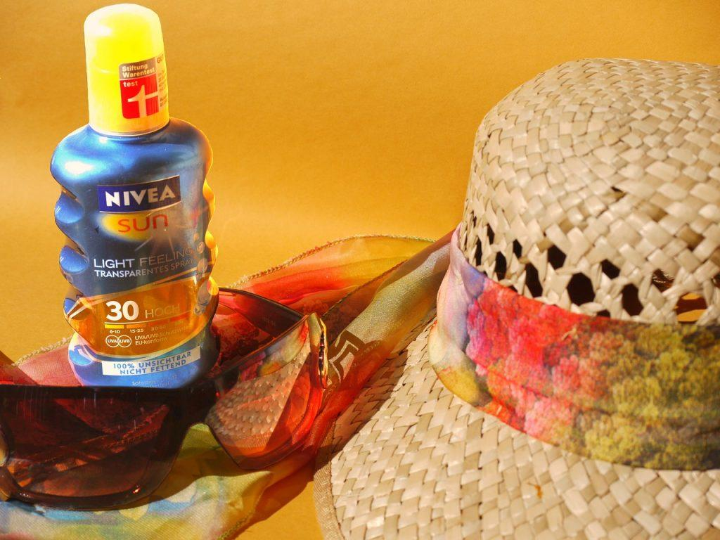 sun-protection sunscreen and hat