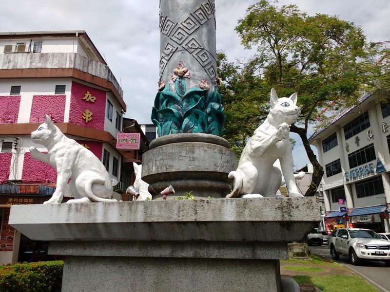 Cat statues at Padungan st intersection