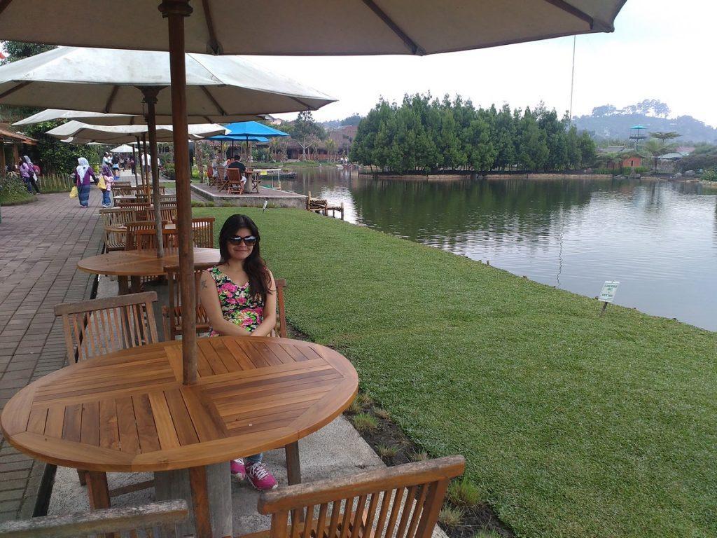 riverside patio floating market