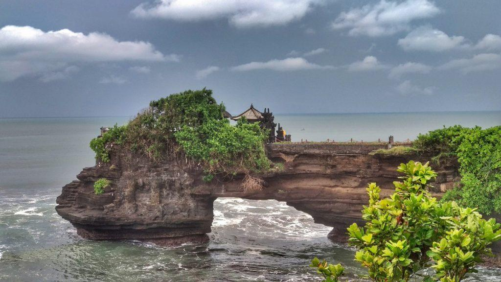 tanahlot temple