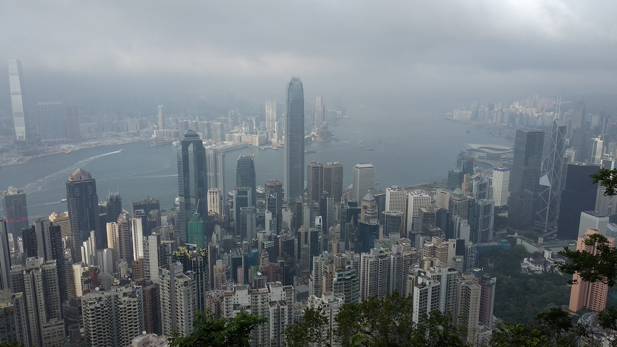 Victoria Peak Hike - Easy Beginners Trail in Hong Kong
