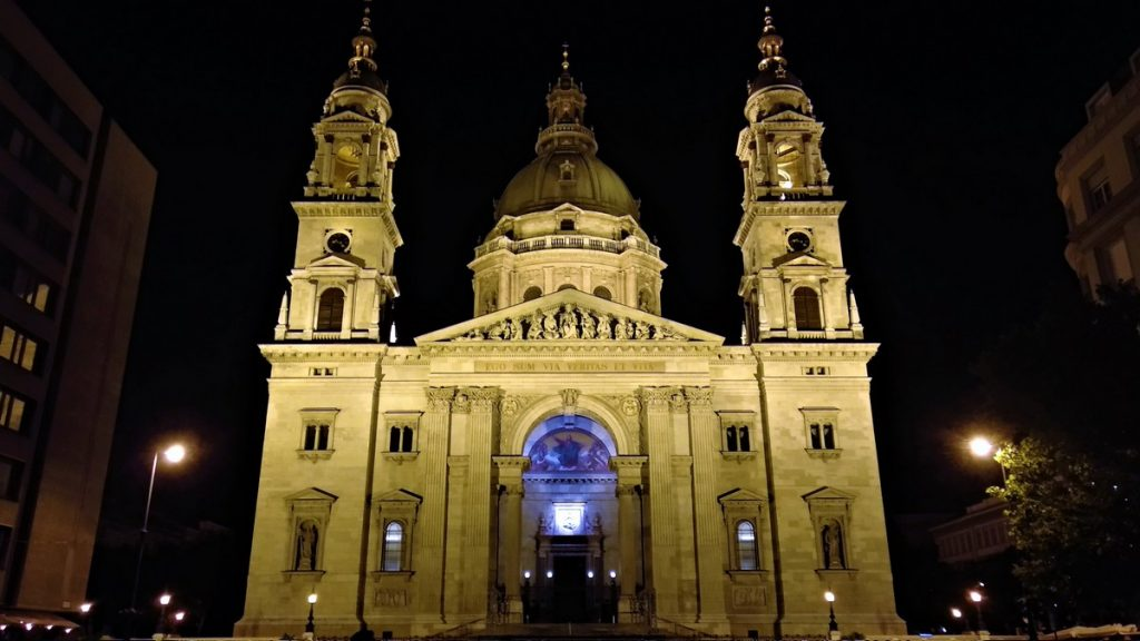 St Stephen's Basilica at night