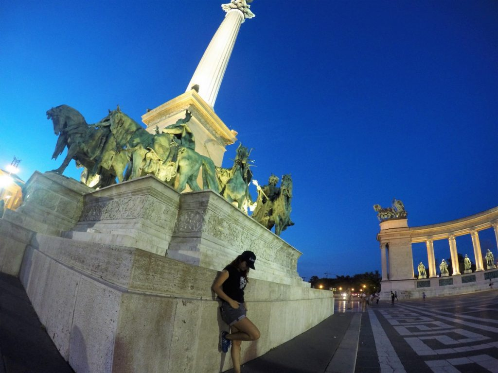 Heroes' square at night