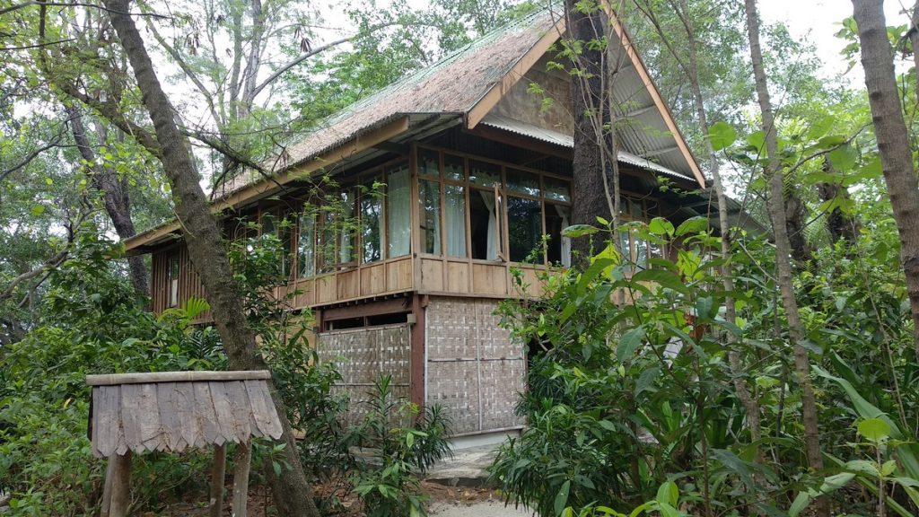 Huts at the Tiger island eco resort